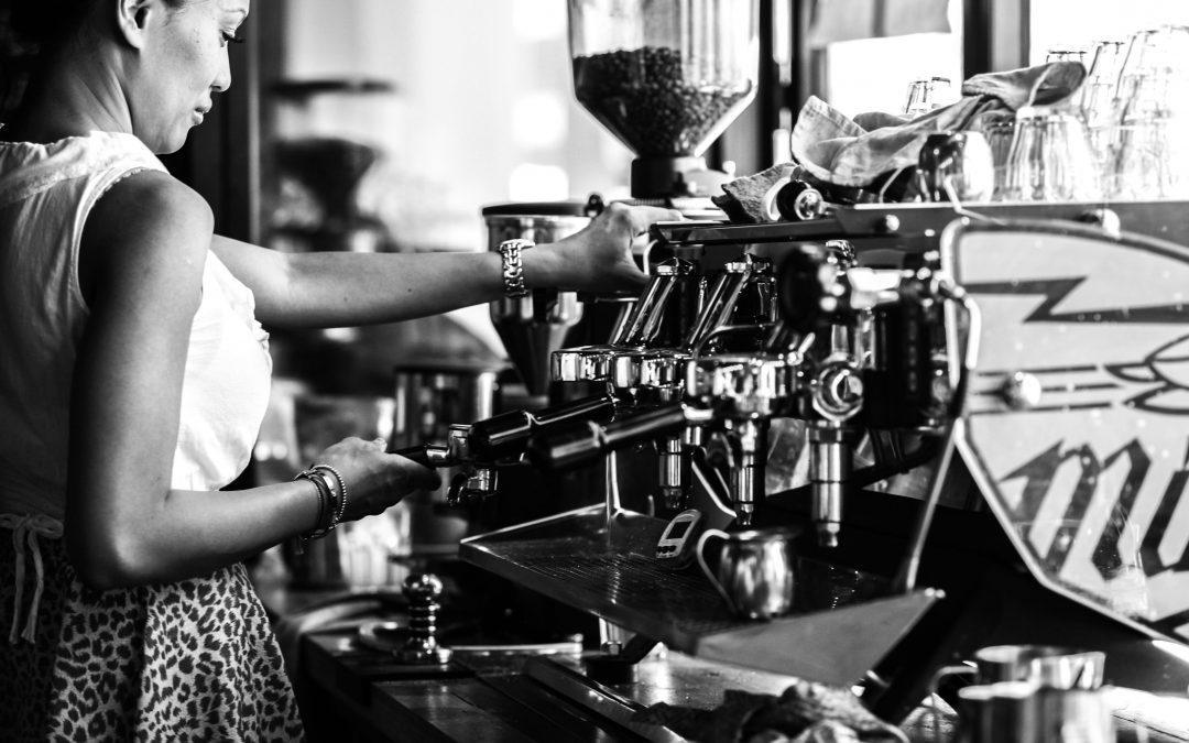 Pultost/Baristát keresnek a Komédiás Kávéházba